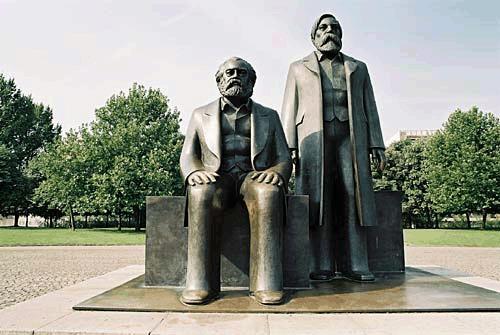 http://www.newmanchesterwalks.com/wp-content/uploads/2010/08/Engels-Marx-1.jpg